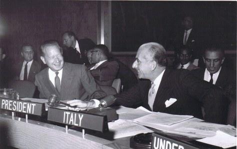 Egidio Ortona, rappresentante dell'Italia alle Nazioni Unite, col segretario generale dell'ONU Dag Hammarskjöld nel 1961